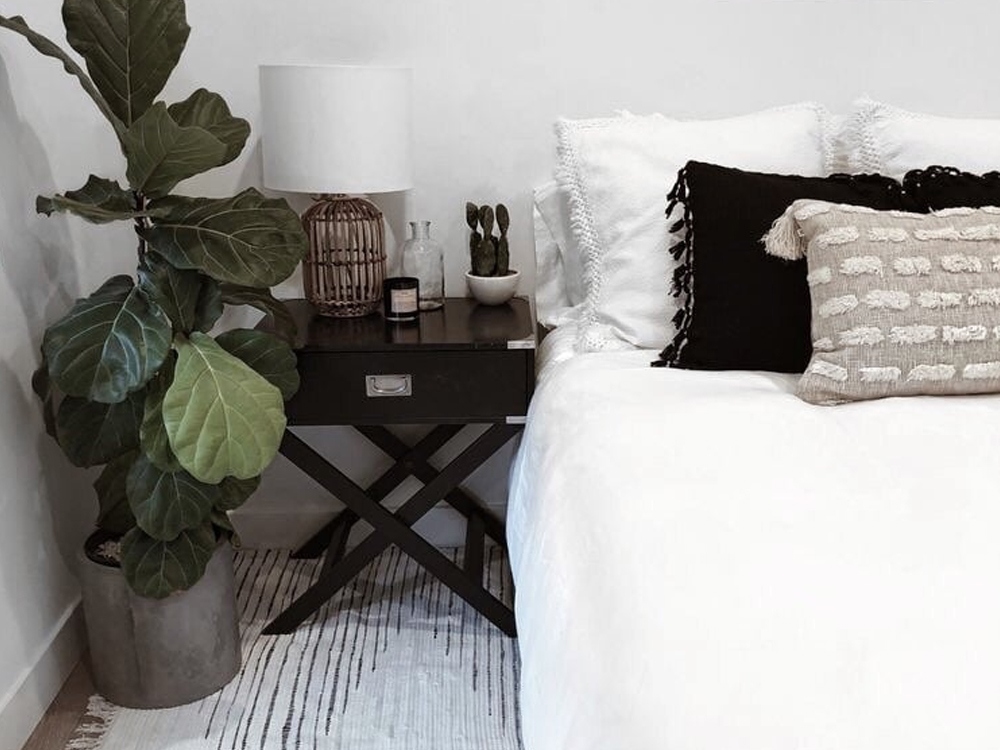 These flat interior design ideas are chic and timeless. You don't even have to go over budget with these decor tips and tricks.