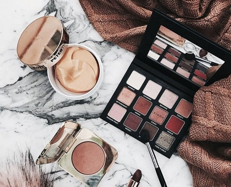 Here are some tips of makeup products for beginners you just need to try! These produtcs will have you glowing, and its not difficult.