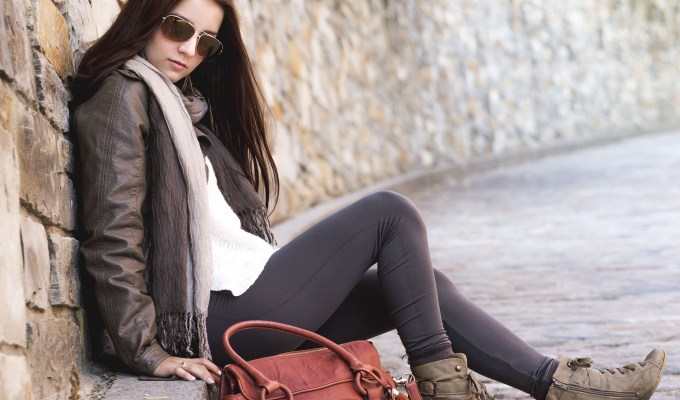 Having autumn outfits in your wardrobe for when the weather gets colder is important for looking fresh and staying warm! Here are the best ones!
