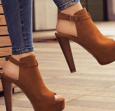 Having a pair of comfy high heels is important for a long night out! This list breaks down the most comfortable heels on the market for you!