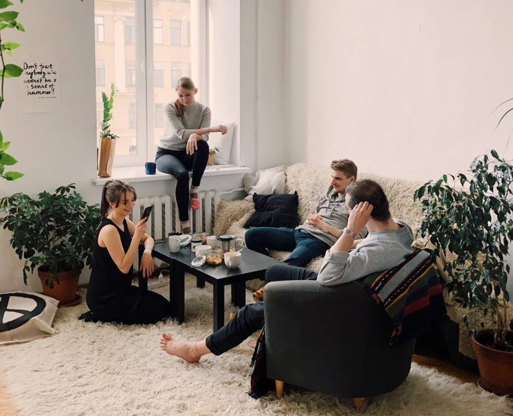 These tips on how to get to know your housemates will definitely help you to become fast friends with your new roommates!