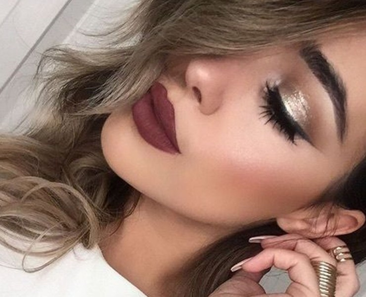 These winter makeup looks are going to make you look great this holiday season! Here are some of the best winter makeup styles for you!