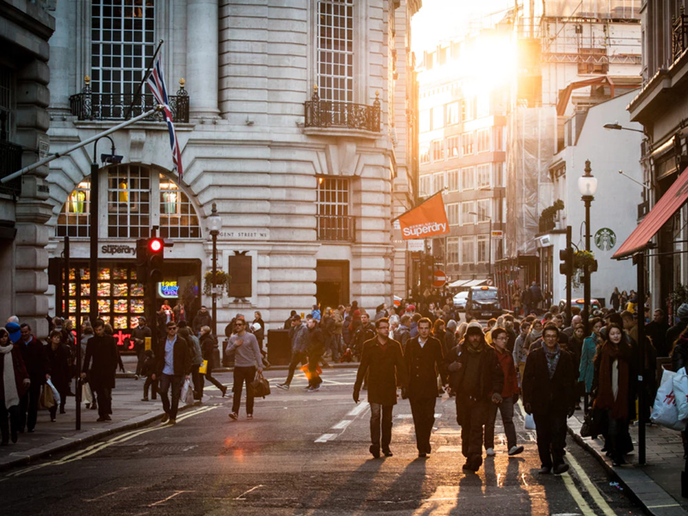 Living in London has its quirks. Fromavoiding eye-contact on the tube to shamelessly paying for an overpriced meal, If you're from London, then you'll definitely relate to this list.