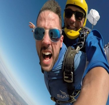 In this article you are going to feel in someone else's body how a first skydiving jump is. It is a lifetime memory that needs a lot of courage to be done.