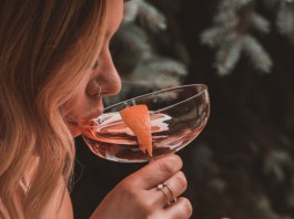 Easy cocktails are one of the best alcoholic drinks you can make at home! Follow these simple cocktail recipes for delicious drinks!