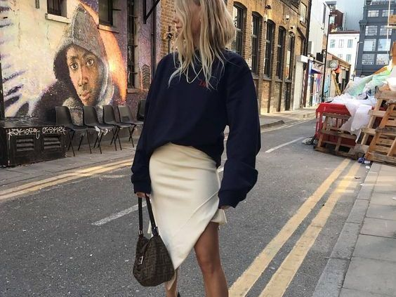 Every fashion enthusiast loves stalking Instagram for inspiration. But the amount of options can be overwhelming! Here are 8 Instagram accounts to follow!