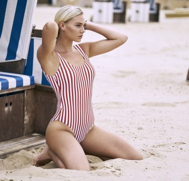 Don't know what bathing suit you should get? Get some inspiration from your favourite celebrities and their super cute bathing suits!