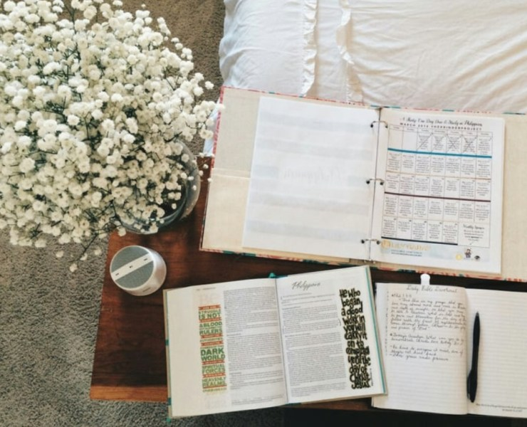 These super helpful tips will help you save money as a college student. When you read them you'll be kicking yourself that you didn't know them before!
