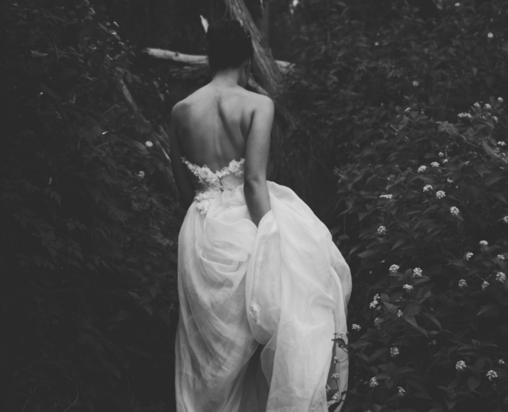 These days, brides to be are obsessed with backless wedding dresses and with their elegance and glamour, it's easy to see why! Here's our pick!
