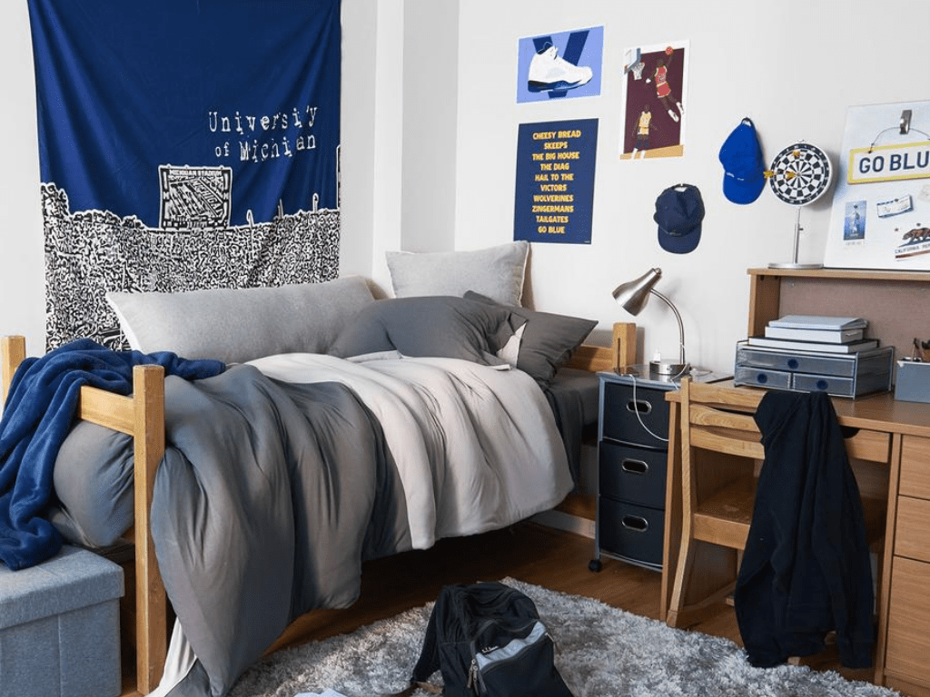 Guys Dorm Room Decor Ideas That Any Man Will Applaud - Society12 UK