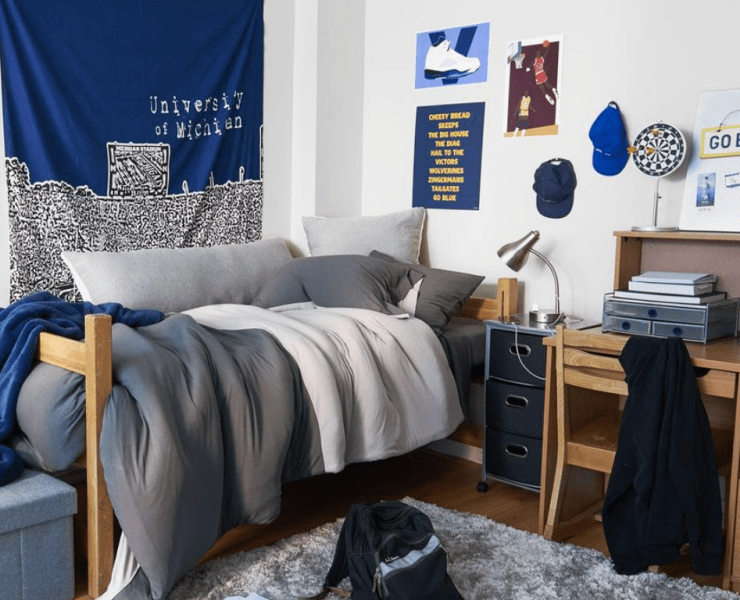 Don't worry, guys, decorating your dorm room isn't hard. It's super easy if you follow these tips. Soon your dorm room will be everyone's favourite hangout.