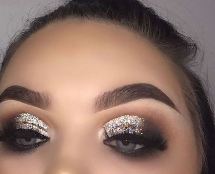 Struggling to get that Insta-worthy glitter eyeshadow look? Check out this article with step by step instructions to finally master glitter eyeshadow.