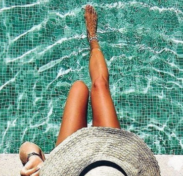 In need of a new sunscreen this summer? Look no further than our guide to the 8 best sunscreens for dry skin!