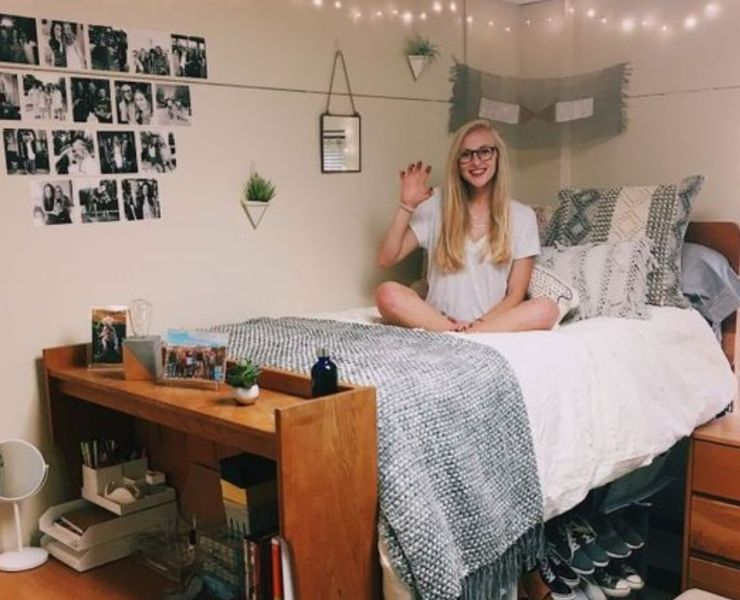You don't know where to start to beautify your dorm room and make it cosy? No worries, here are some tips to get the perfect college dorm room!
