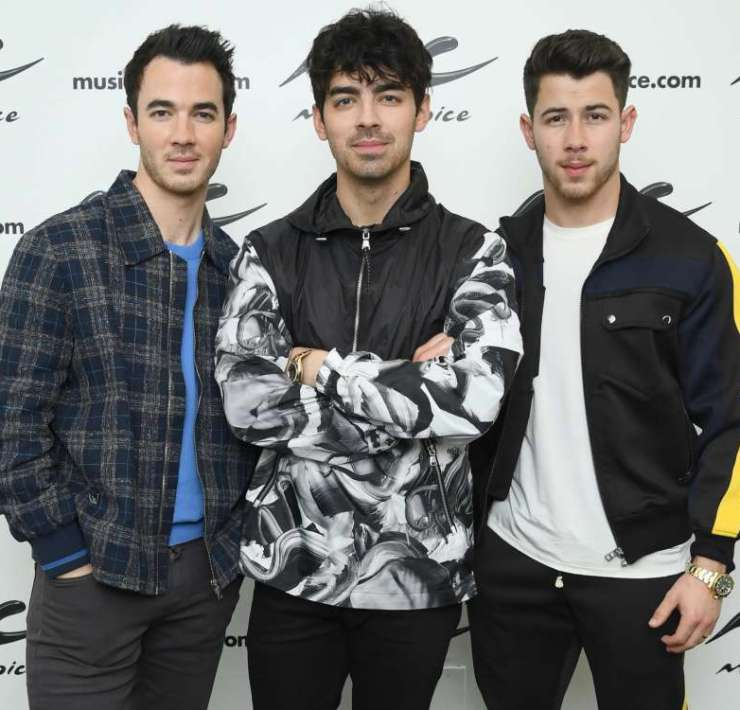 Jonas Brothers fandoms gather up. After 7 years, the trio decided to join forces once again and give their fans what they have been waiting for so long.