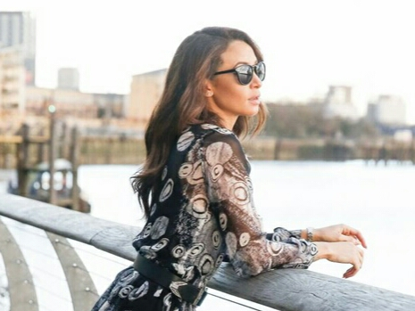 Wear pattern dresses this season to be trendy and fashionable! Ooze the patterns in your street style and discover our selection for this summer.