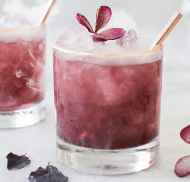 The best thing after a long ho ​day it is just sit for a moment and enjoy the freshness of a drink. In this article 5 refreshing drink recipes for you!