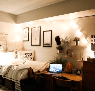 Making the move into your new dorm room is crucial for leading a healthy college life: these DIY dorm ideas will make you feel at home!