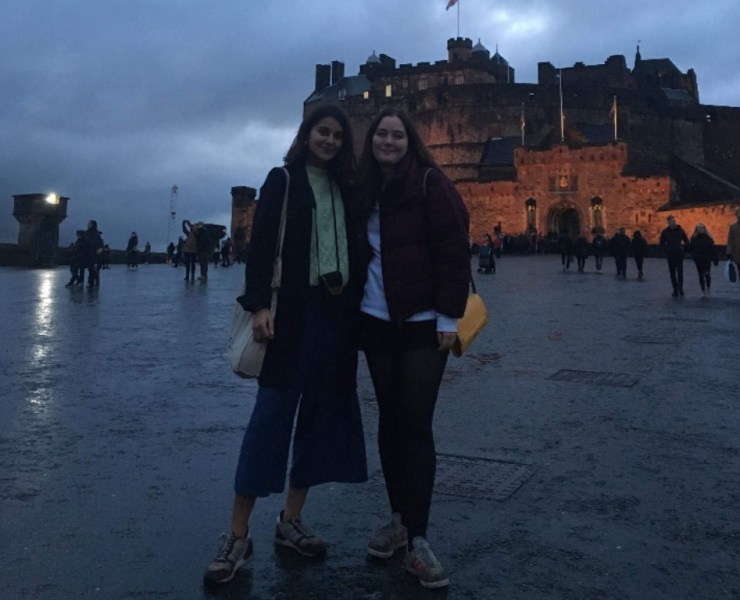 What are the best things to do in Edinburgh when you have a friend to stay? Here you'll find the perfect way to mix the good times with your friends!