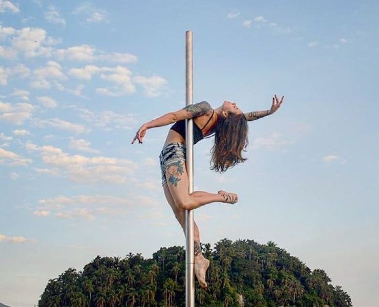 If you're thinking about joining pole dancing, then why hesitate? These 7 health benefits you can gain from pole dancing!