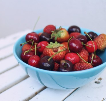 Fighting your food cravings when revising can feel like an impossible task. Here are 6 healthy revision snacks to help you stay motivated!