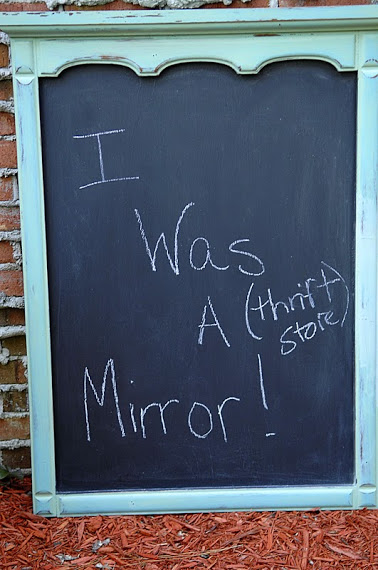 An easy - and affordable! - step by step guy on how to make an old mirror chalkboard! The perfect DIY to decorate your home!