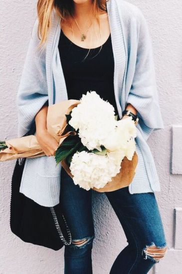 Such a cute outfit for a Valentine's Day date!