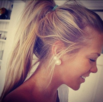 15 Things every girl should carry in her purse - Ponytail