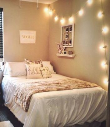This chic and classy dorm room is so pretty!