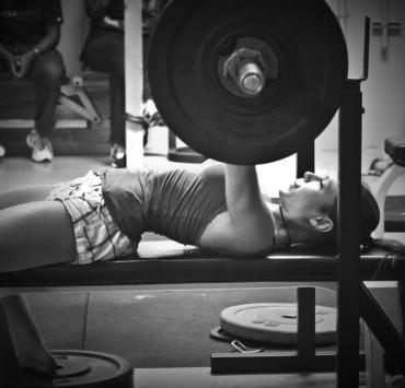 The Benefits for Women Who Lift Weights