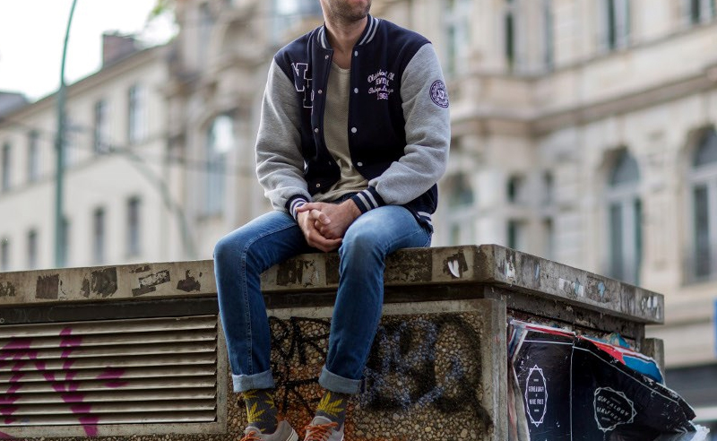 If you're looking for mens college fashion and outfit ideas, this college guy clothing is what your wardrobe needs. These cool clothes and brands for men are popular if you have no idea what to wear in college.