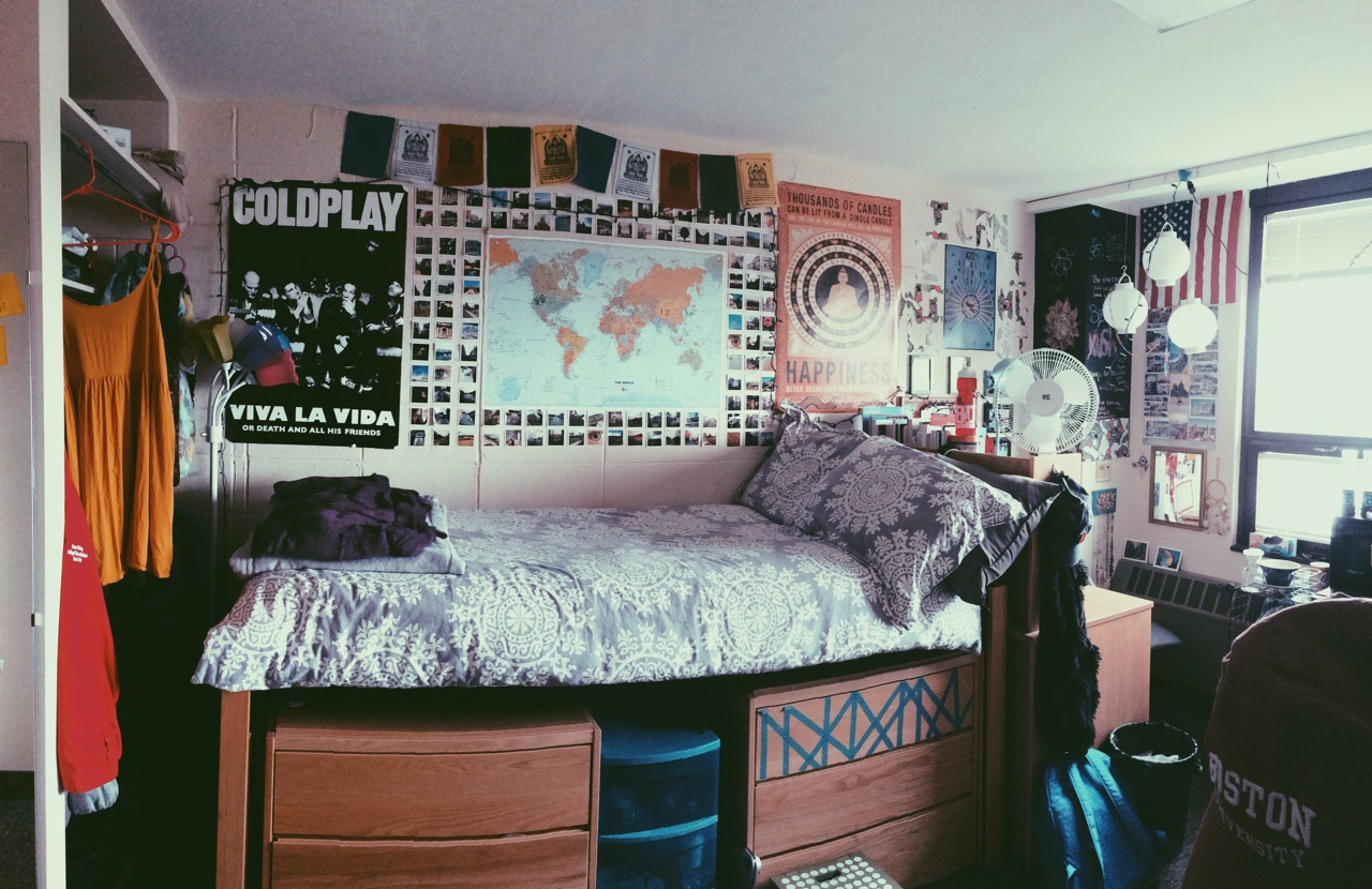 Tips to Save Space in Your Dorm - Society19