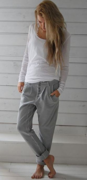 These grey comfy pants and soft white t are the perfect cute and comfy outfit for Thanksgiving!