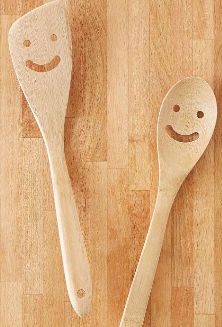 These utensils have a contagious smile!