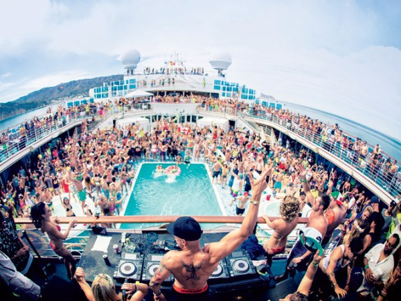 Going on a spring break cruise is a great way for college students to spend their time off!