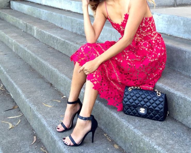 Cute outfits for Valentine's Day dates or cute valentine's looks and outfit ideas for hanging out with your girl friends!