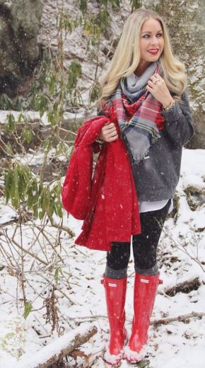 I love this winter outfit with the winter boots!