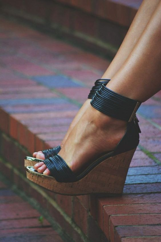 shoe choice, How Your Shoe Choice Defines Your Night Out