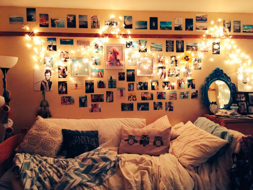 hang photos on the wall in University of Alabama dorms