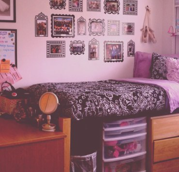 Finding the best dorm bedding is hard when there are so many choices. It is also important to look for the best deals, so we have the best under $100!