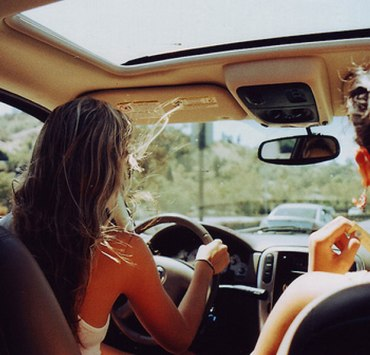 20 Things Literally Everyone Does While Driving