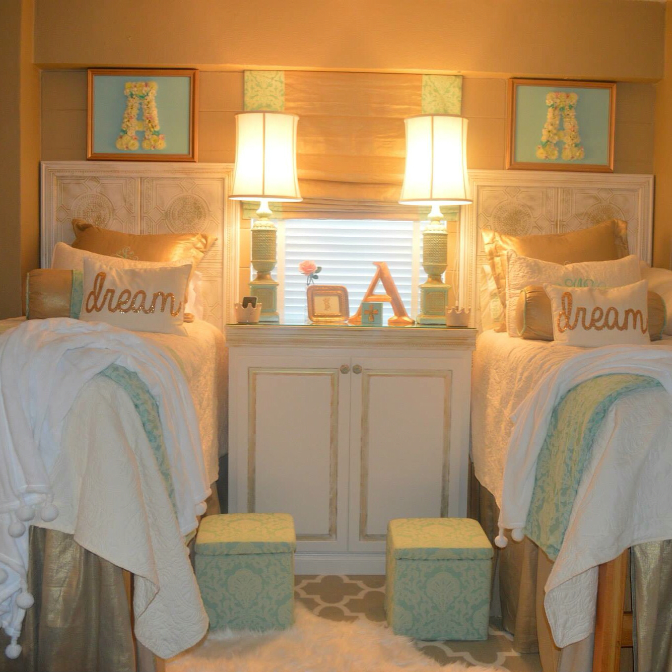 Decorating Ideas > 20 Amazing Ole Miss Dorm Rooms For Major Dorm Décor  ~ 183516_Gold Dorm Room Ideas