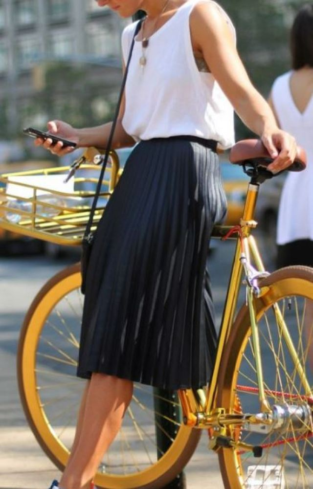 Midi skirts can be dressed down, making them such cute back to school outfits!