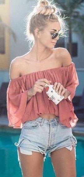 I love this denim cutoff shorts outfit!