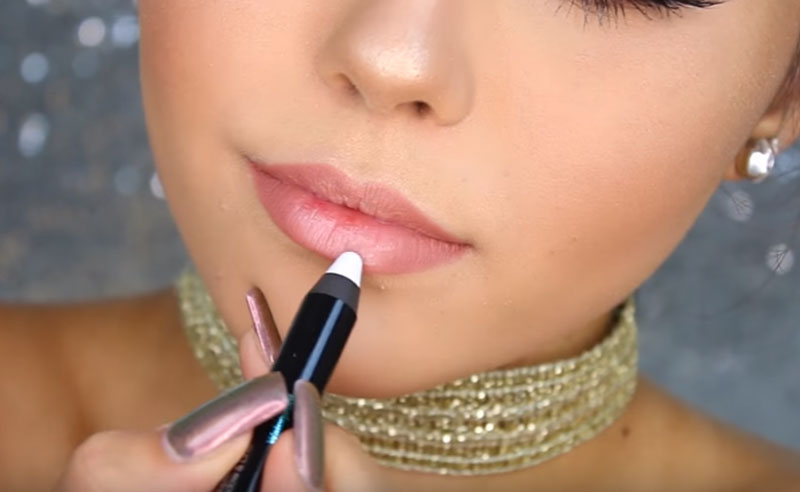 Let's face it, the holidays are always super busy. Check out these 15 holiday beauty hacks that will have you looking extra gorgeous all season long!