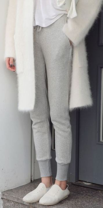 These grey jogger sweatpants with this fuzzy white cardigan is so cute for winter