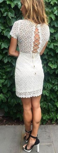 This lace up dress is so pretty!