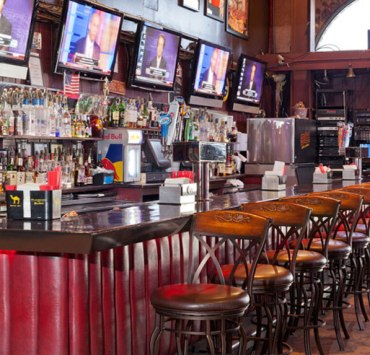 8 Things You Will Only See At The 9-0 Bar On A Saturday Night