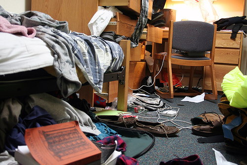 messy-dorm-room