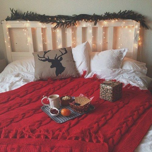 20 Cheap & Festive Items To Decorate Your Dorm For Christmas ...